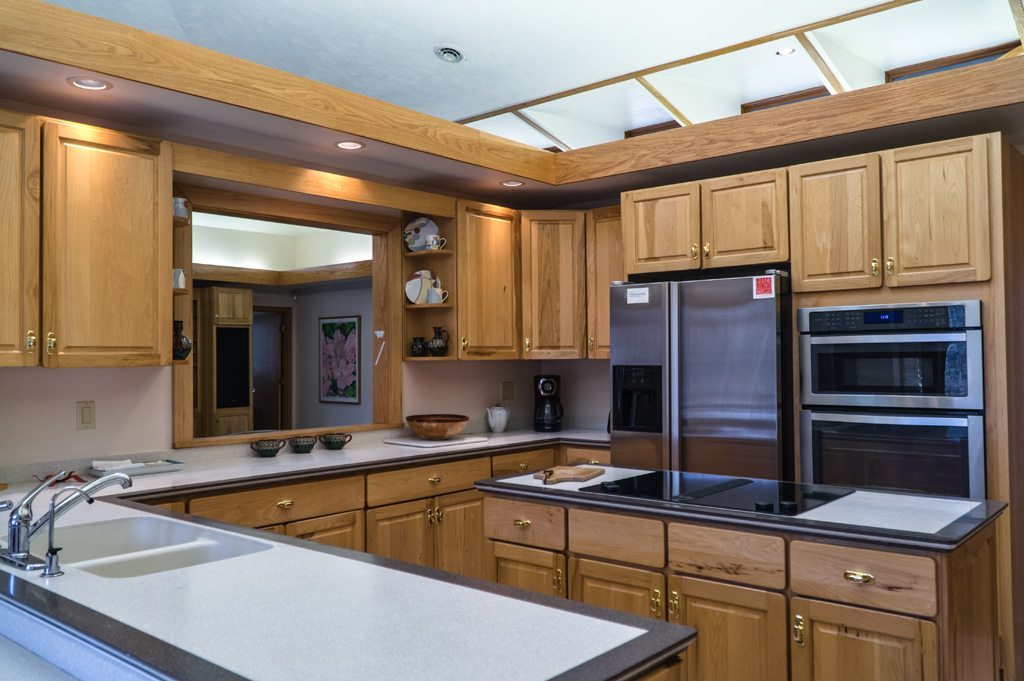 Spacious kitchen with view into Great Room! Perfect for entertaining!