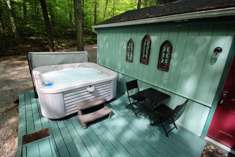 8 Person hot tub--operational year round!