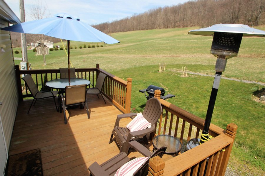 Always a breeze on this back deck! Includes a patio heater to for your enjoyment.