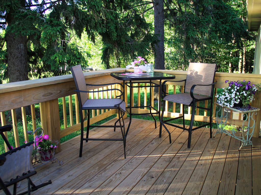 ...smaller, quiet, shaded back side deck!