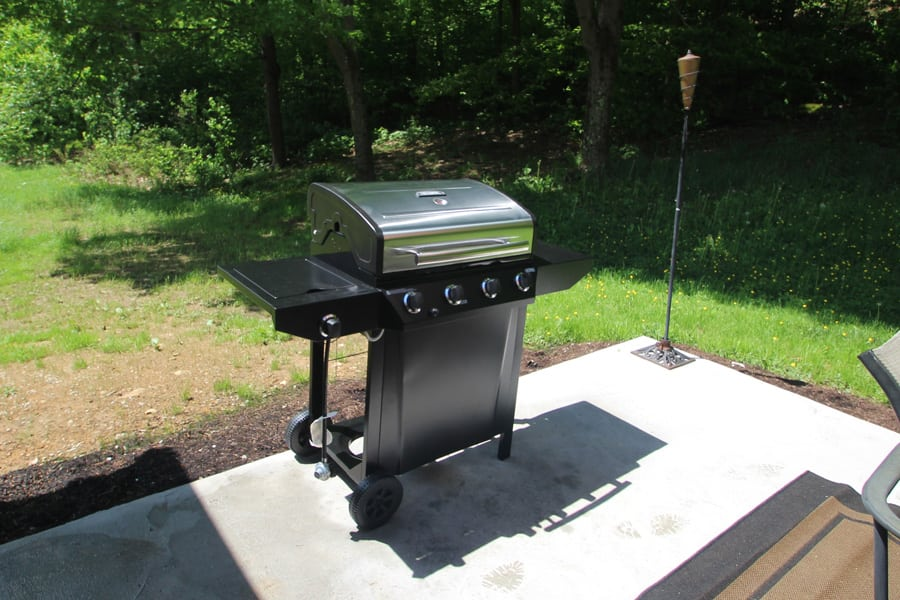 Yes, there is a gas grill--owner provides the propane!