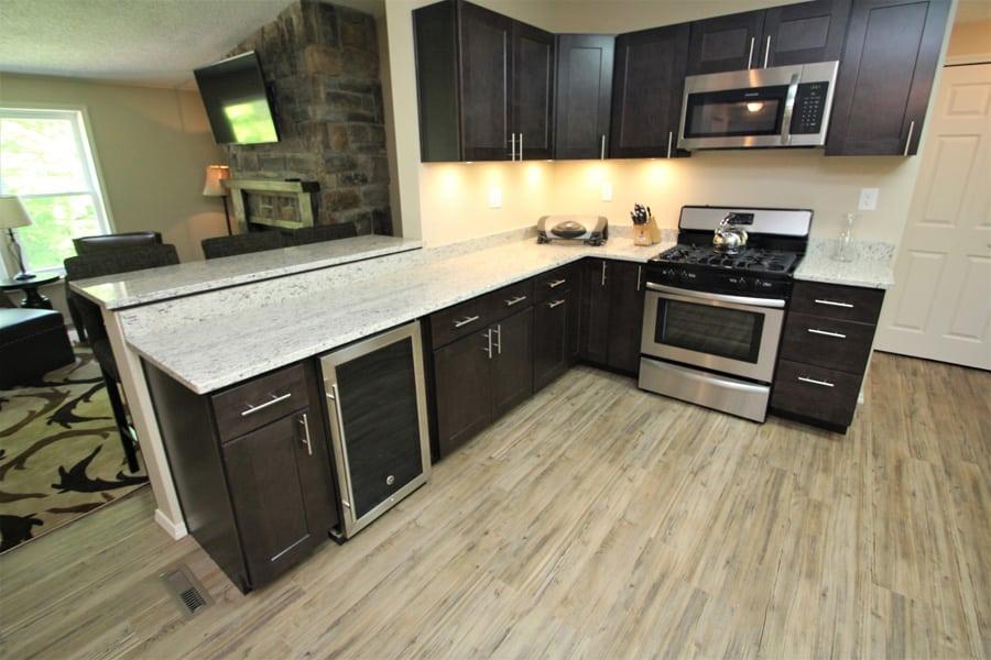 Gas stove, microwave, wine refrigerator!