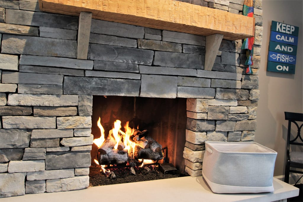 Gas fireplace (remote enabled)