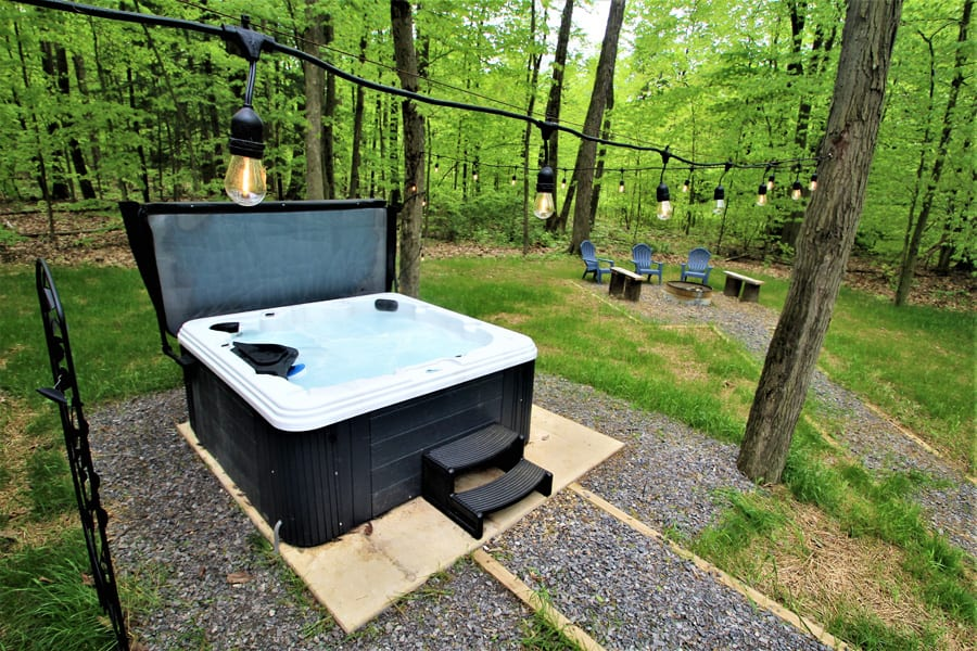 Enjoy the back yard--6 person hot tub and firepit!