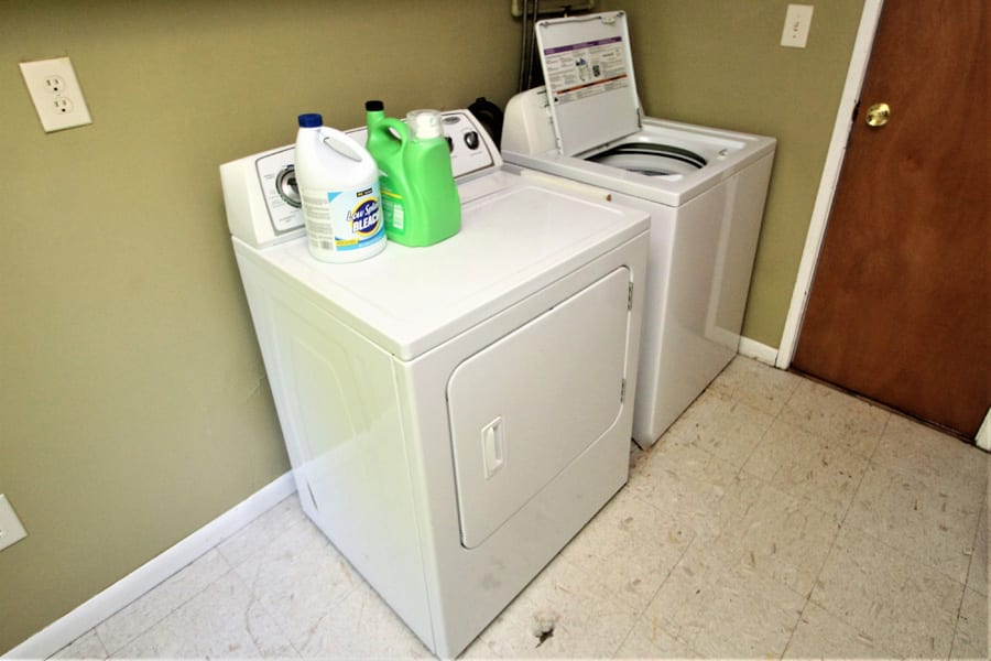 Even a washer and dryer onsite!