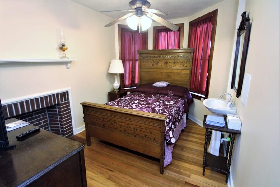 Queen Bedroom with TV!