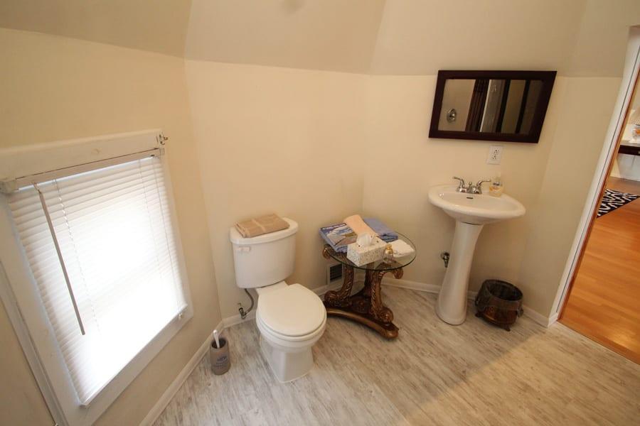 Full Bathroom!