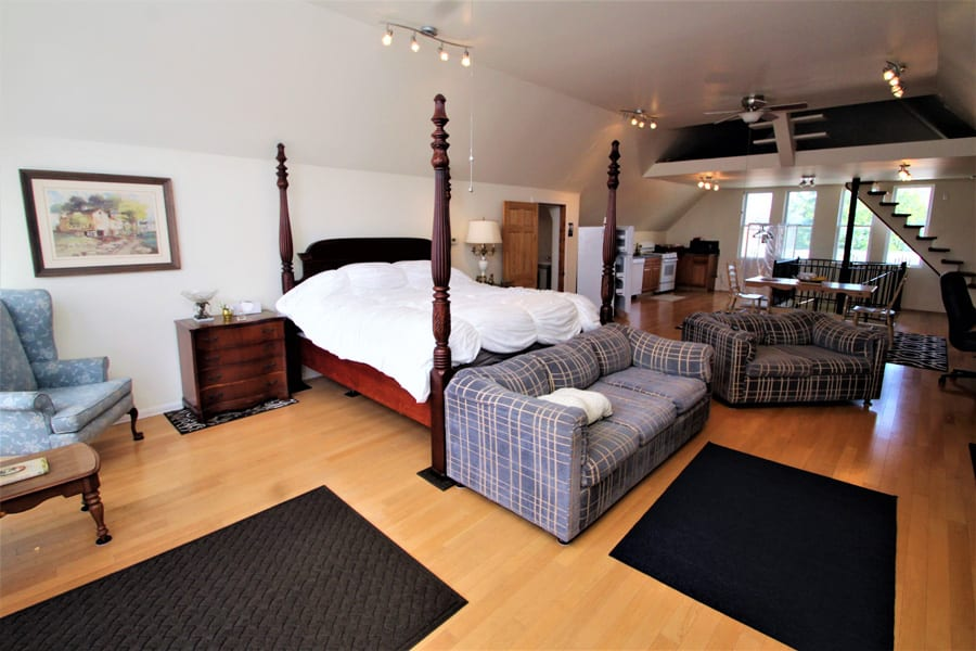 Historic Brownstone Victorian--exceptional guest accommodations await at this exceptional loft!