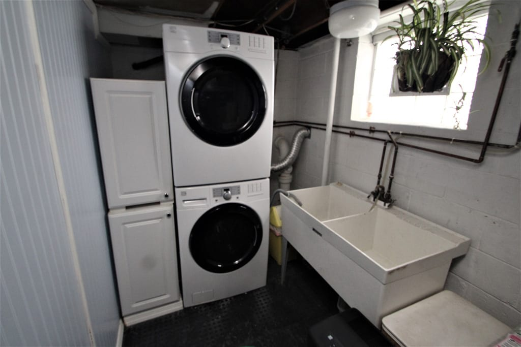 Yes, even a washer/dryer with utility tub!