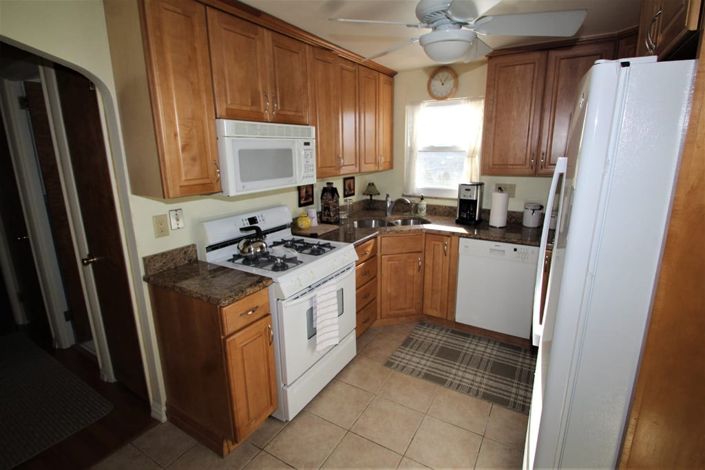 Ample room to work in this Pittsburgh best vacation rental!