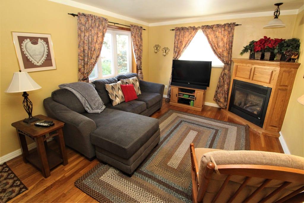 Get comfy cozy in this sofa!