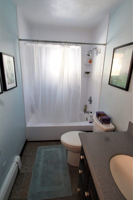Upstairs Full Bathroom!