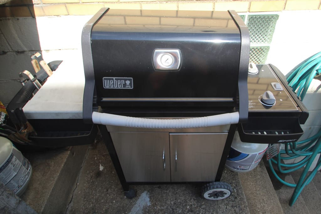 Yes, there is a gas grill!