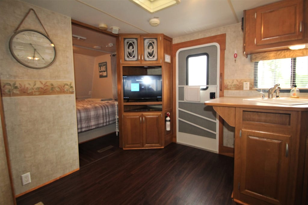 Yes, there is TV provided through YouTube TV and Internet to the RV.