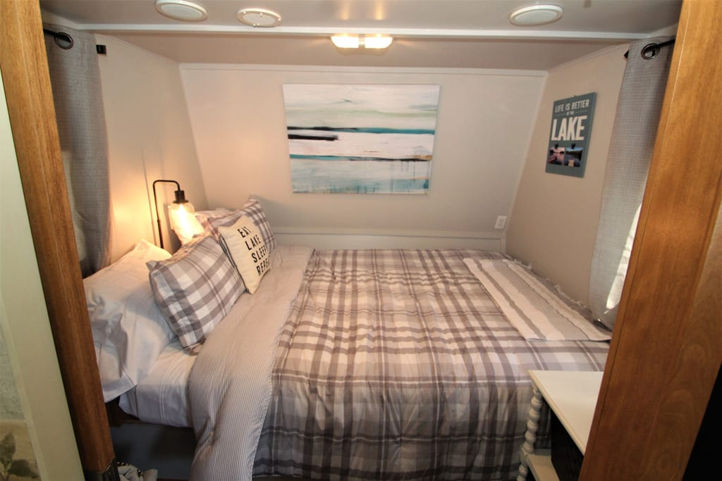 Check out this queen bed!