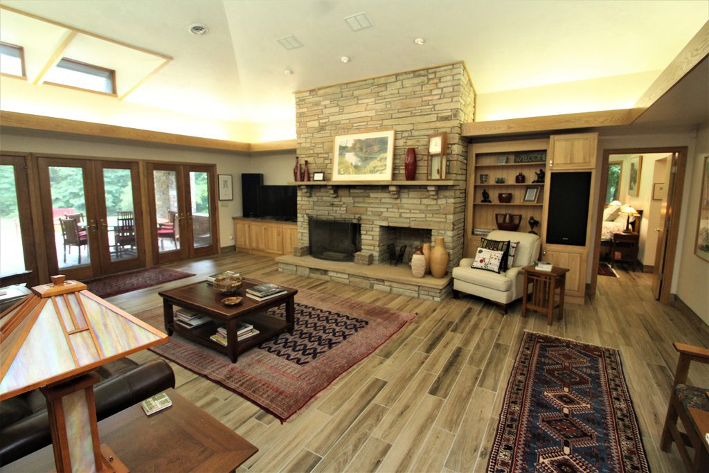 Spacious Great Room with wood fireplace and vaulted ceiling! FIREPLACE IS NON-FUNCTIONAL FOR GUESTS.