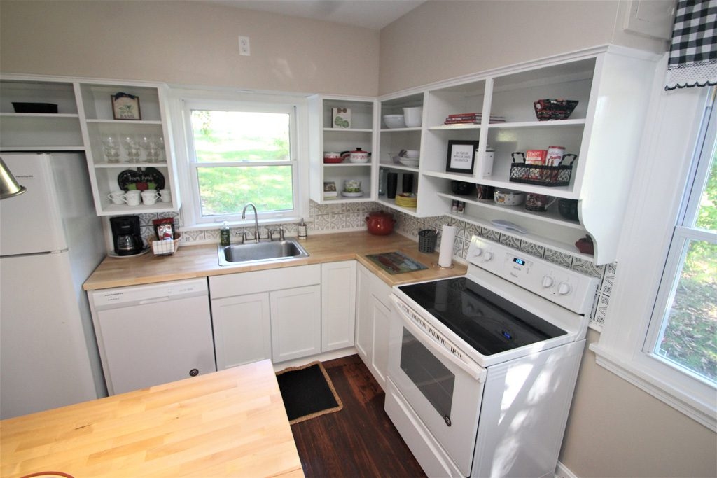 Electric stove, refrigerator, dishwasher in the kitchen.